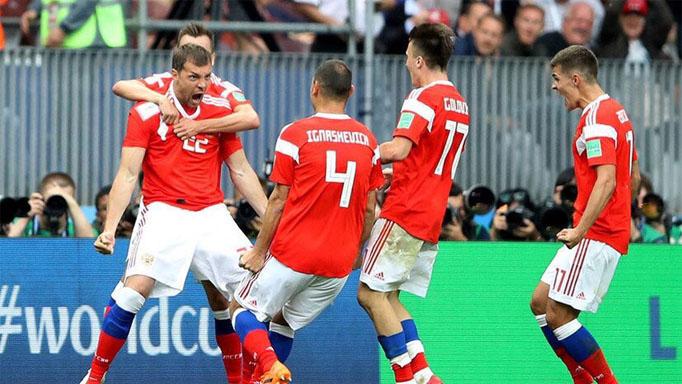 Россия 5 - 0 Саудовская Аравия - счет матча, кто забивал голы 2