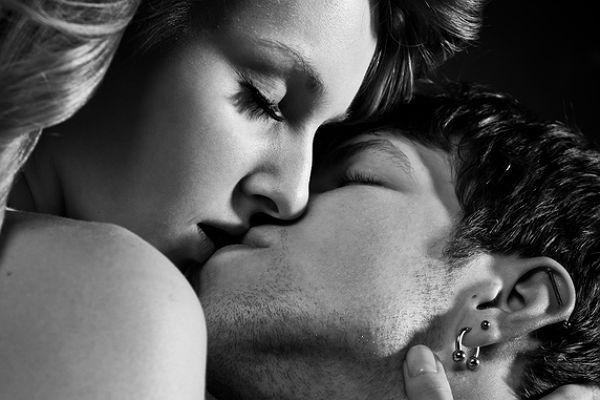 Черно-белые фото и картинки поцелуев любящих людей - сборка 10