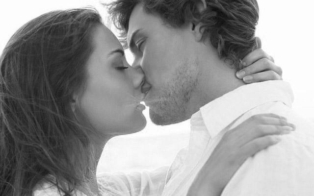 Черно-белые фото и картинки поцелуев любящих людей - сборка 2