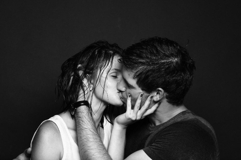 Черно-белые фото и картинки поцелуев любящих людей - сборка 6