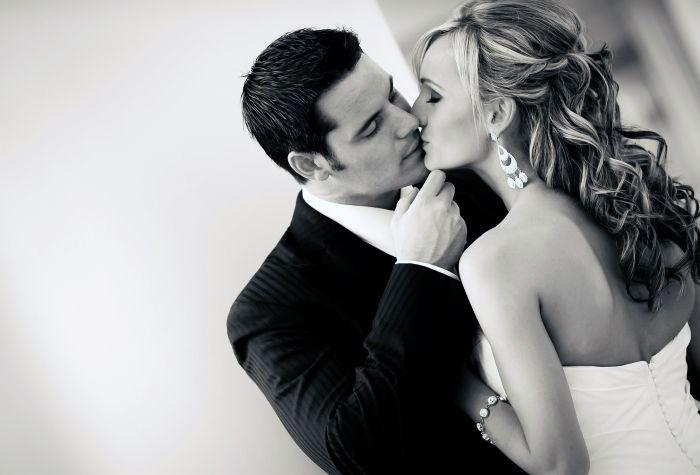 Черно-белые фото и картинки поцелуев любящих людей - сборка 7