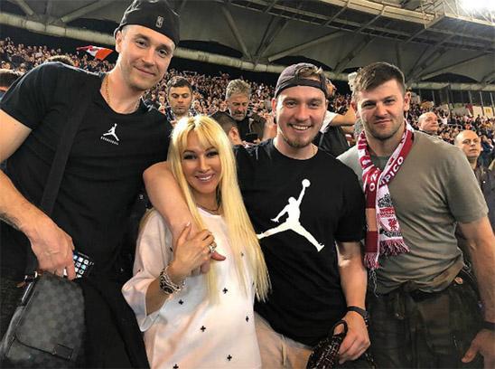47-летняя Лера Кудрявцева рассказала всем о своей беременности - новости 1