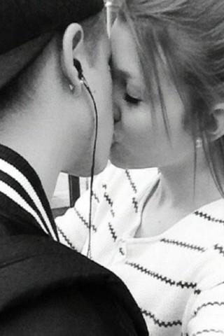 Классные картинки про любовь парня и девушки на телефон на заставку 9