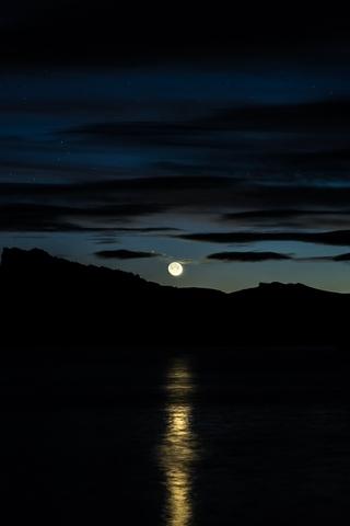 Невероятные и необычные картинки, фото луны на телефон на заставку 12