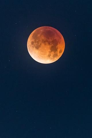 Невероятные и необычные картинки, фото луны на телефон на заставку 4