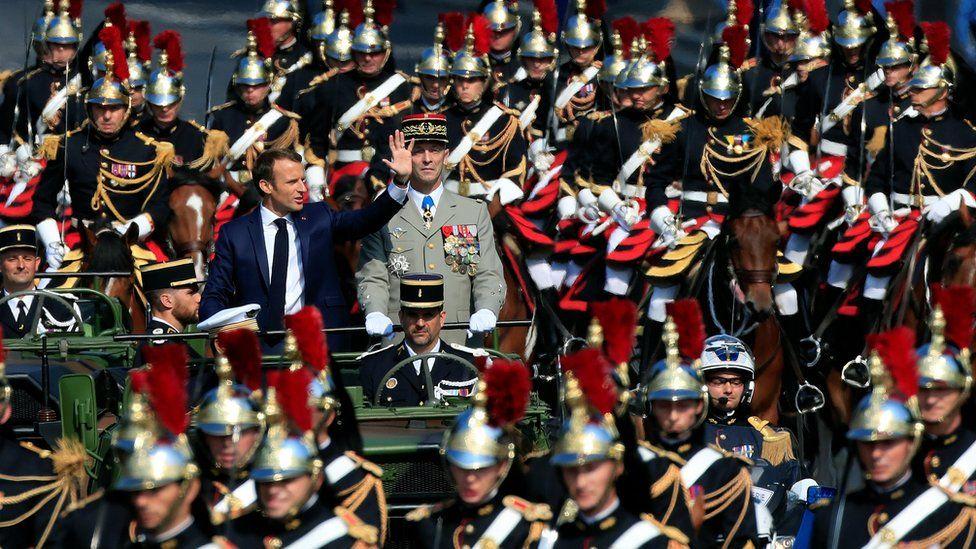 Франция отмечает День Бастилии с захватывающим парадом - фото, новости 5