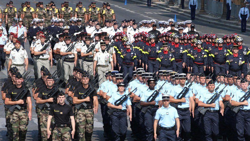 Франция отмечает День Бастилии с захватывающим парадом - фото, новости 7