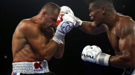 Российский боксер Ковалев уступил в поединке за титул по версии WBO - новости 1