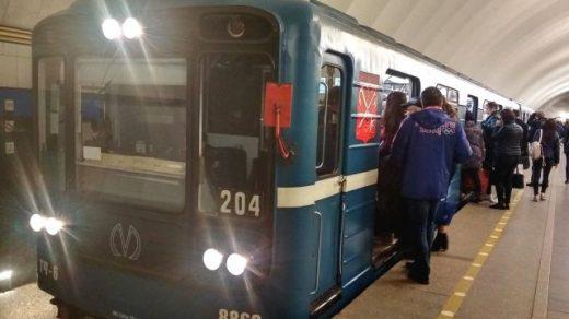 Девушка погибла под колесами поезда на серой ветке метро в Москве - новости 1