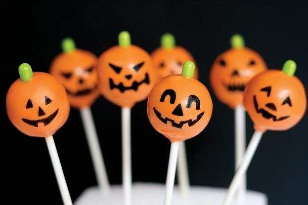 Как отпраздновать Хэллоуин дома Оформление дома и угощения 3