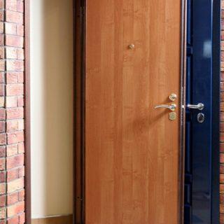 Как правильно утеплить входную дверь. Установка уплотнителя, советы 1