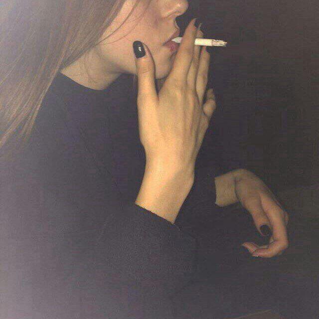 Классные и крутые картинки на аву курящих парней и девушек - сборка 1
