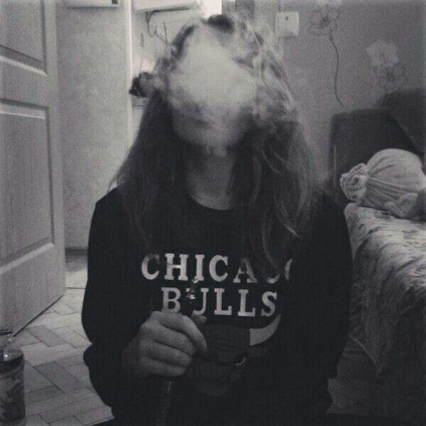 Классные и крутые картинки на аву курящих парней и девушек - сборка 3