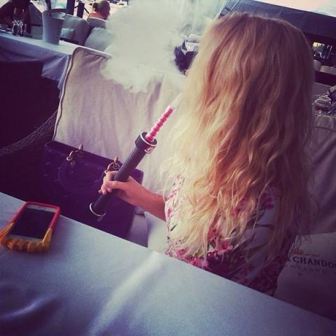Крутые и классные картинки девушек с дымом на аву - подборка 11