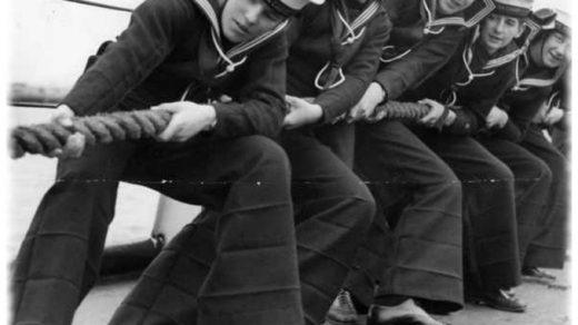 Почему моряки носили брюки клеш История и преимущества одежды 1