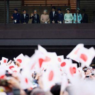 Более 55 тысяч человек пришли поздравить императора Японии с 85-летием 1