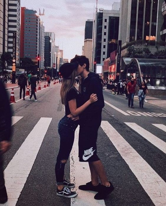 Девушка и парень целуются - красивые картинки и фото 20 штук 16