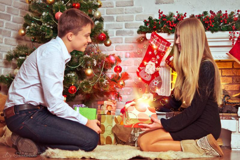 Красивые картинки влюбленной парочки в Новый год - подборка 10