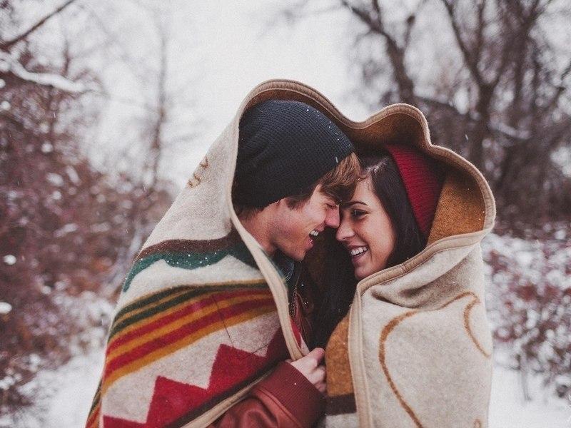 Красивые картинки влюбленной парочки в Новый год - подборка 12