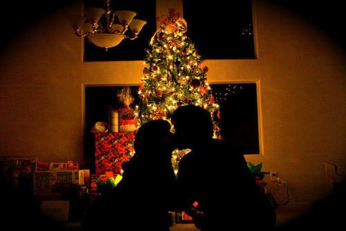 Красивые картинки влюбленной парочки в Новый год - подборка 8