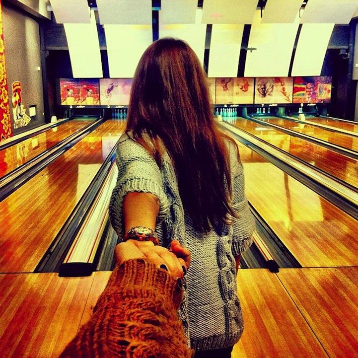 Красивые картинки на аву девушка тянет парня за руку - подборка 10