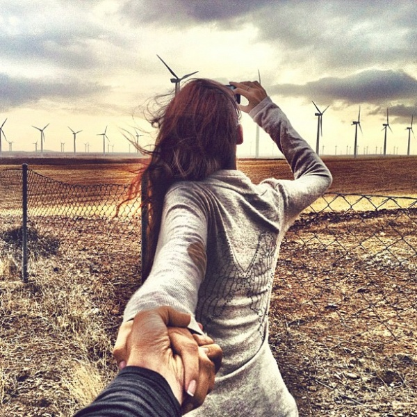 Красивые картинки на аву девушка тянет парня за руку - подборка 13