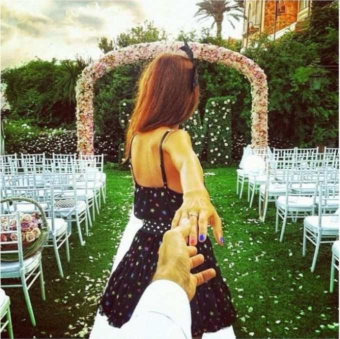 Красивые картинки на аву девушка тянет парня за руку - подборка 4