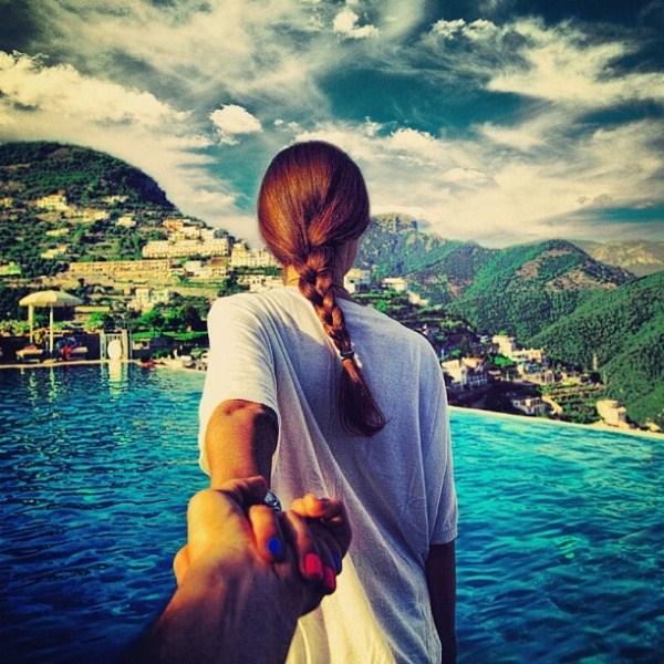 Красивые картинки на аву девушка тянет парня за руку - подборка 8