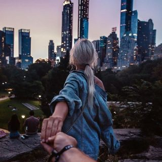 Красивые картинки на аву девушка тянет парня за руку - подборка 9