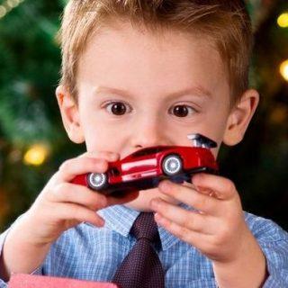 Разрешать ли ребенку дарить свои игрушки друзьям 1