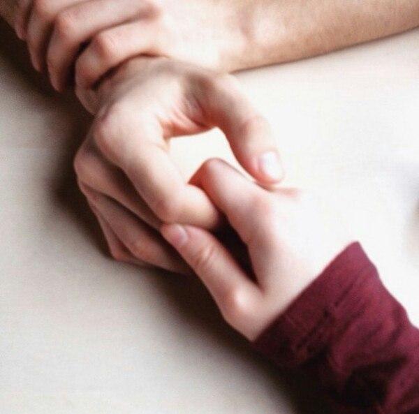 Руки девушки и парня - фото. Парень и девушка держатся за руки, фото 15