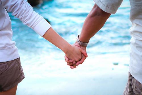 Руки девушки и парня - фото. Парень и девушка держатся за руки, фото 22
