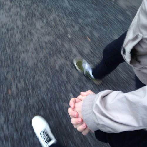 Руки девушки и парня - фото. Парень и девушка держатся за руки, фото 8