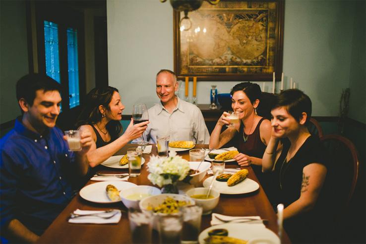 10 вещей, которые вы не должны делать в гостях 1