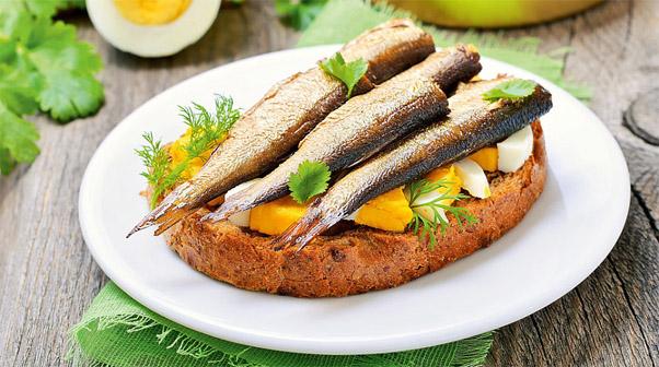 Из какой рыбы делают шпроты Как узнать качество консервов 3