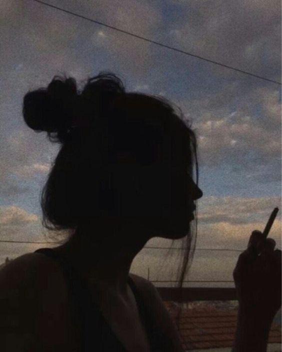 Прикольные картинки курящих девушек на аву в социальные сети 13