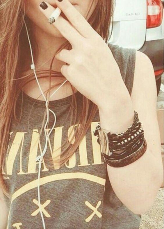 Прикольные картинки курящих девушек на аву в социальные сети 14