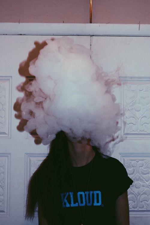 Прикольные картинки курящих девушек на аву в социальные сети 3