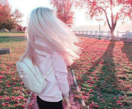 Девушки с короткими волосами - фото и картинки на аву 13