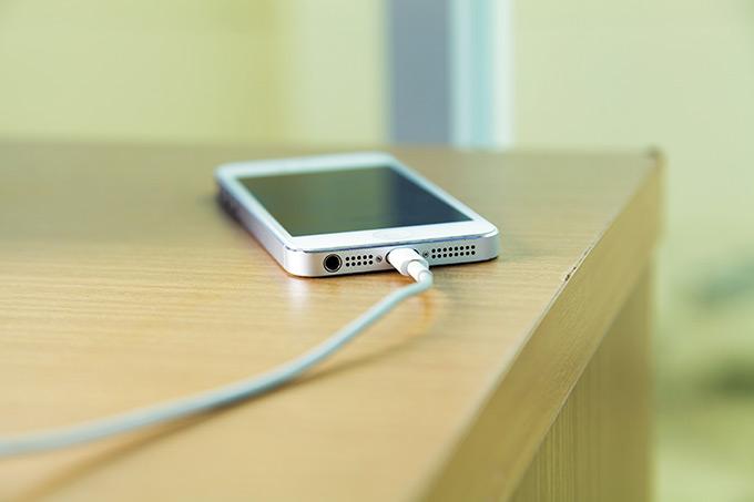 Можно ли оставлять в розетке зарядку от телефона 2