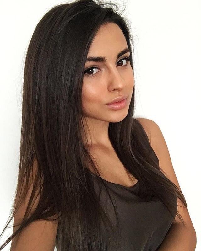 Красивые девушки фото от Evie 24