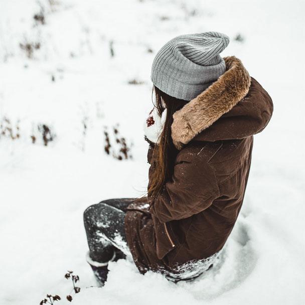 Фото девушек зимой со спины 7