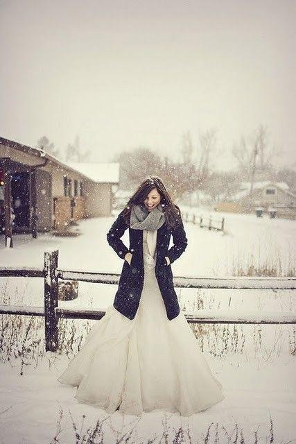 Фото девушки зимой со снегом на аву 6
