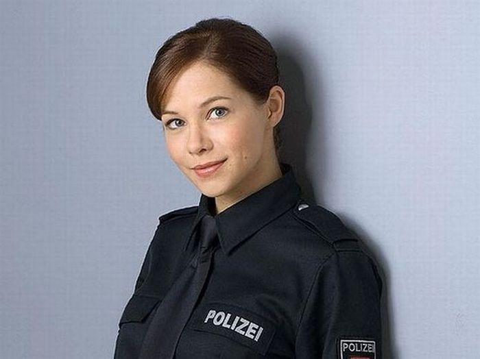 Красивые девушки в форме полиции - смотреть фото бесплатно 13