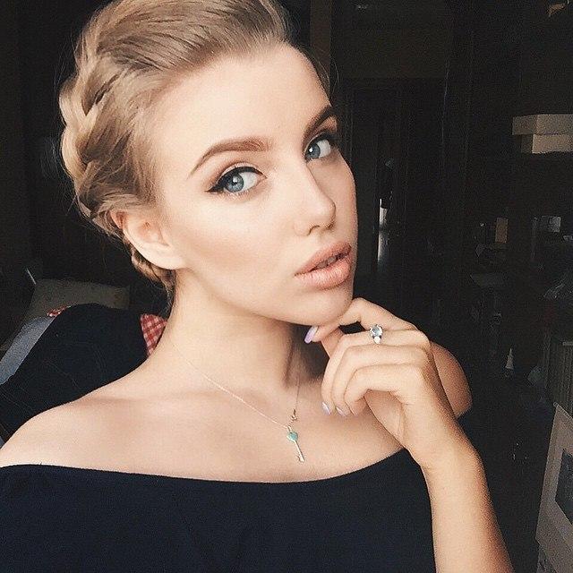 Красивые и очаровательные девушки из соцсетей 10
