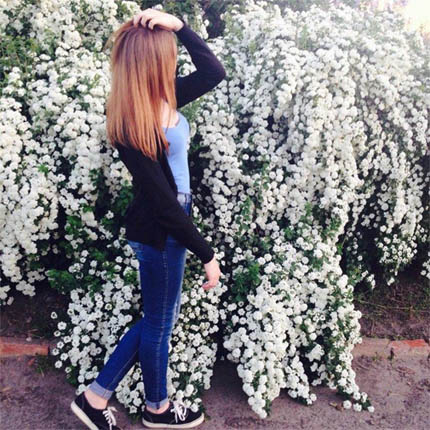 Классные и крутые картинки на аватарку для девушек со спины 13