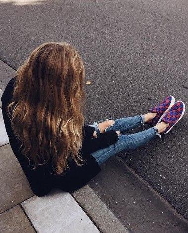 Классные и крутые картинки на аватарку для девушек со спины 9