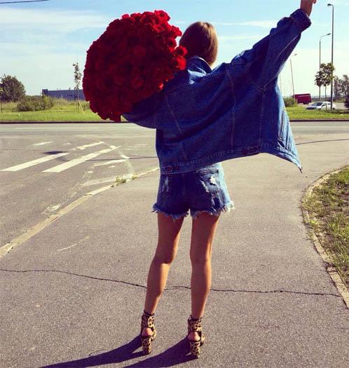 Фото девушек с цветами - красивые, прикольные, удивительные 5