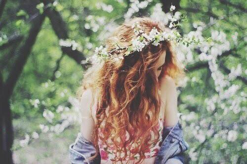 Девушки со спины с цветами на аву - красивые, классные, прикольные 11
