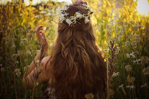 Девушки со спины с цветами на аву - красивые, классные, прикольные 9